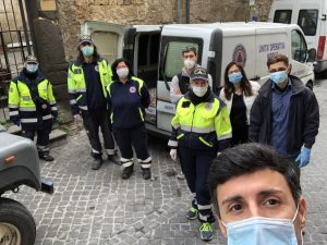 AEOPC tarquinia e worldmedicalaid consegna pacchi famiglia