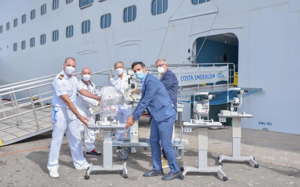 Costa Crociere Foundationha donato aWorld Medical Aid 5 lampade a fessura